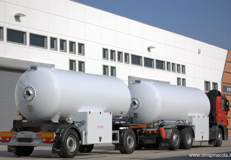 MERCEDES 2541L - 25.000 litri + CARDI 112.625 - 17.500 litres - camion-citerne et la remorque