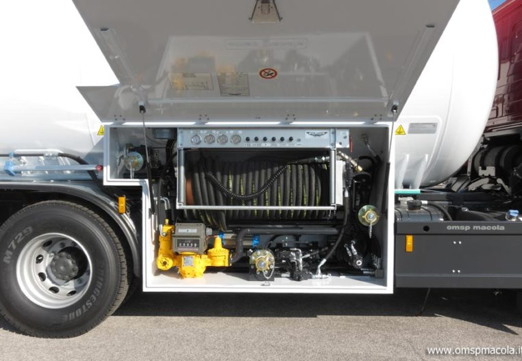 MERCEDES 2541L - 25.000 litri + CARDI 112.625 - 17.500 litres - installation de distribution